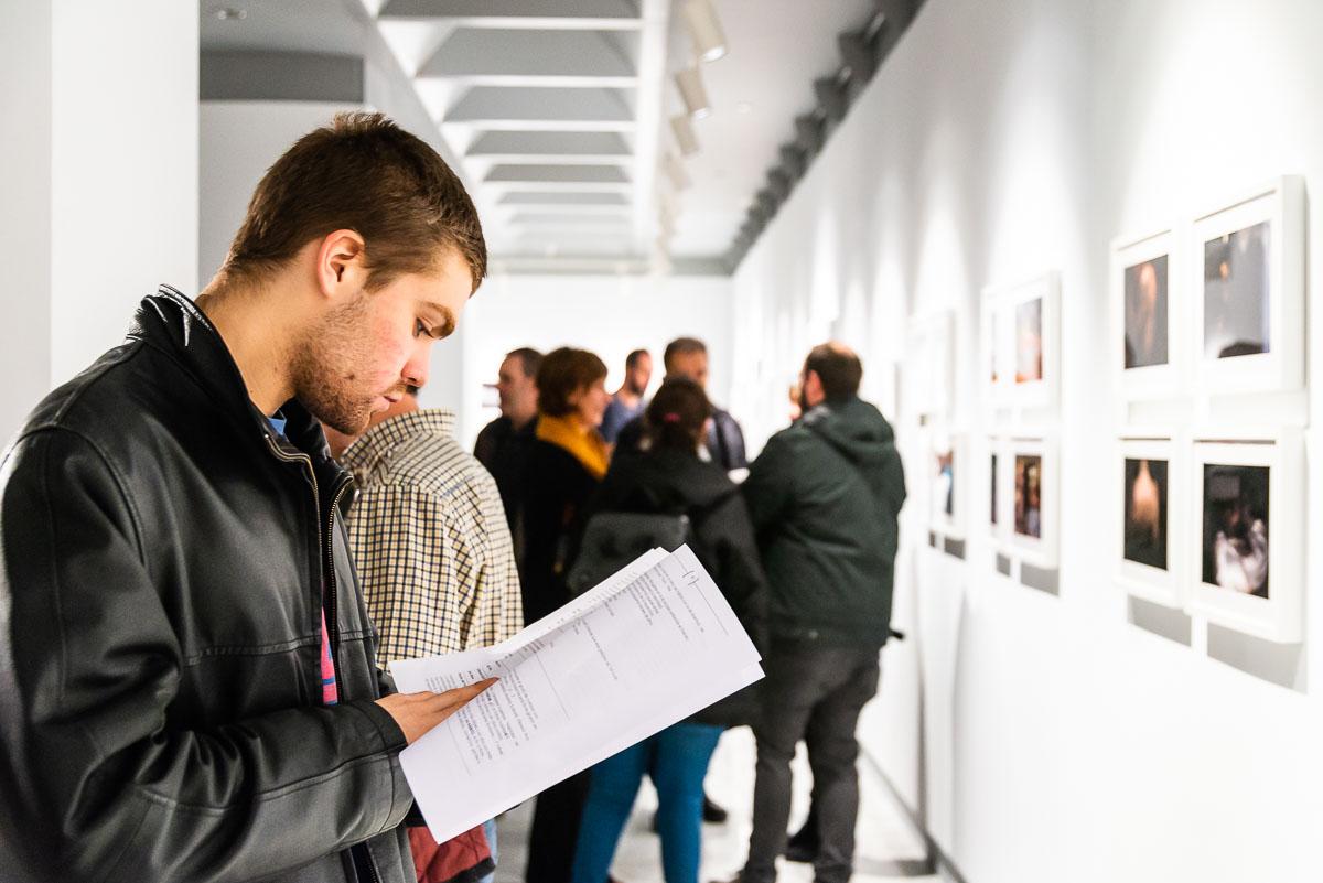 Mas de 150 asistentes en la inauguración de la Exposición, Aparentemente banal.